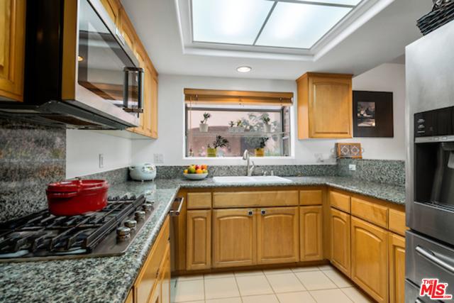 11870 Idaho Avenue, Los Angeles, California 90025, 2 Bedrooms Bedrooms, ,2 BathroomsBathrooms,Condominium,For Sale,Idaho,21680906