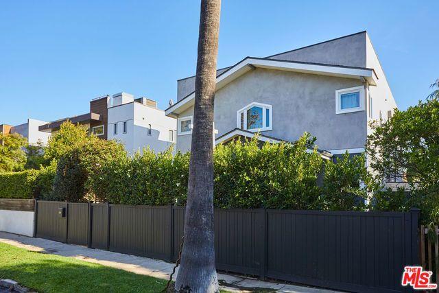 824 VENEZIA Avenue, Venice, CA 90291