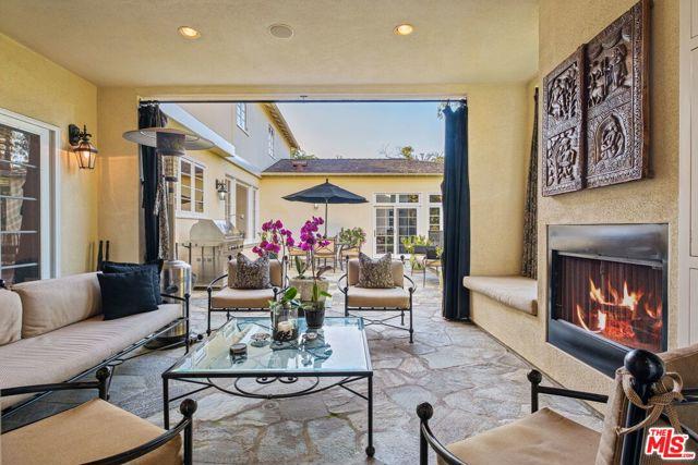 256 N Barrington Avenue, Los Angeles, CA 90049