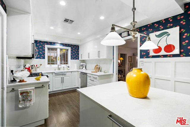 14534 Hesby Street, Sherman Oaks, California 91403, 5 Bedrooms Bedrooms, ,2 BathroomsBathrooms,Single Family Residence,For Sale,Hesby,21679468