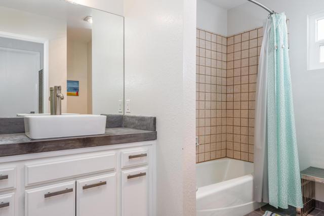 011_11-Bathroom 2