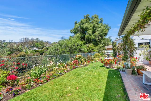 24. 1111 Villa View Drive Pacific Palisades, CA 90272