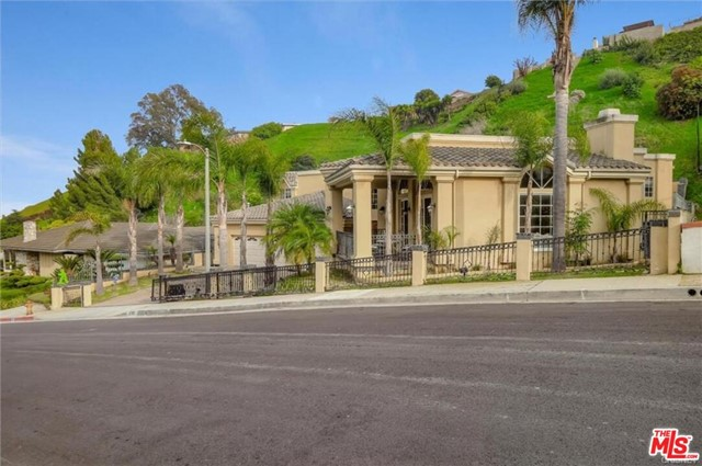 3966 S Cloverdale Ave, Los Angeles, CA 90008