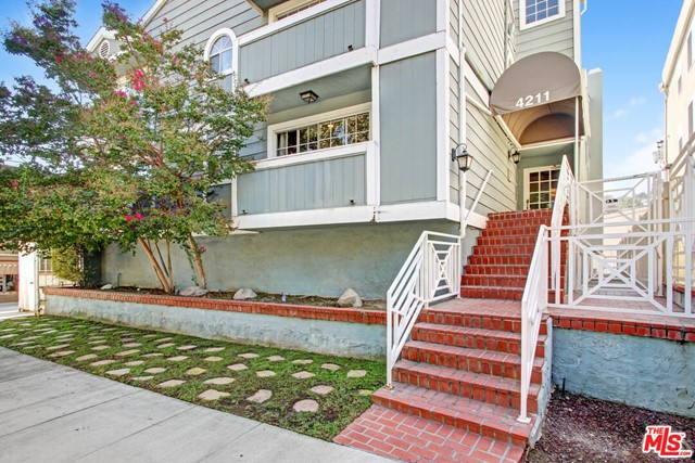 4211 Arch Drive 102, Studio City, CA 91604