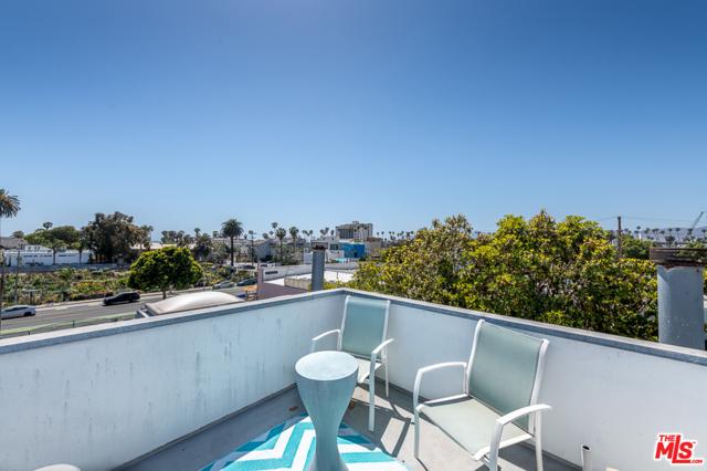 26. 2318 2nd Street #4 Santa Monica, CA 90405
