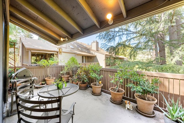 24. 2040 Middlefield Road #24 Mountain View, CA 94043