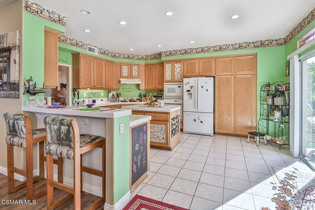 18. 215 Southcrest Place Simi Valley, CA 93065