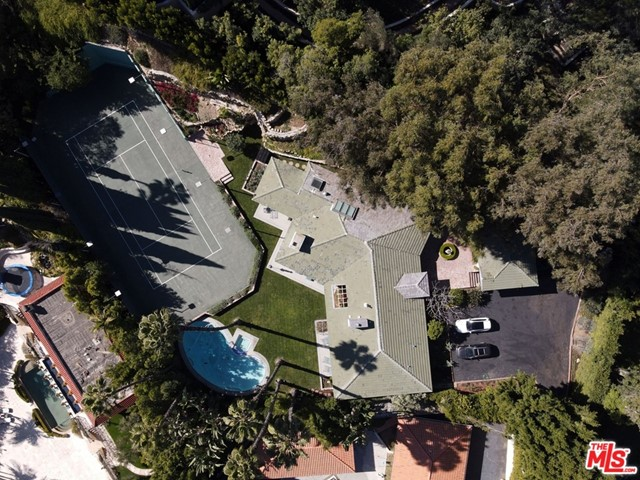 Photo of 1009 N Beverly Drive, Beverly Hills, CA 90210