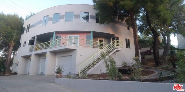 4219 ALHAMA Drive, Woodland Hills, CA 91364