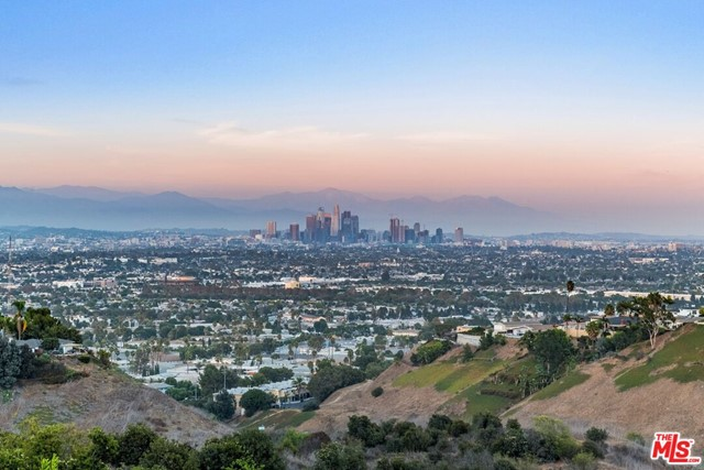 24. 4146 Mantova Drive Los Angeles, CA 90008