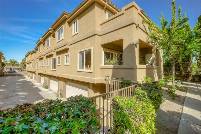 11516 215th Street 3, Lakewood, CA 90715