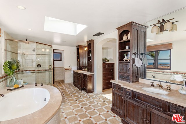 36. 453 Via Media Palos Verdes Estates, CA 90274