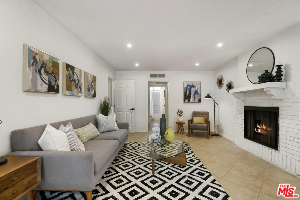 3647     Jasmine Avenue   104, Los Angeles CA 90034