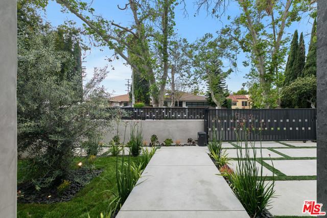 11. 716 N Fuller Avenue Los Angeles, CA 90046