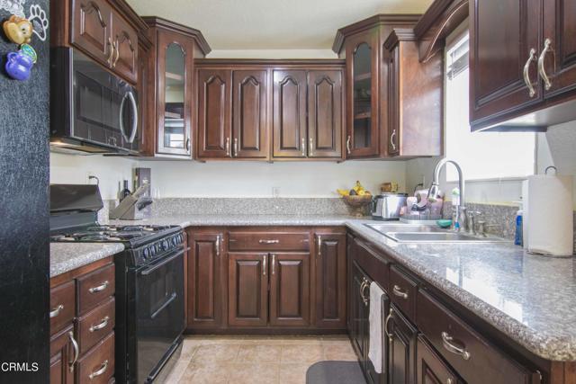 Kitchen 2_1231 Los Serenos