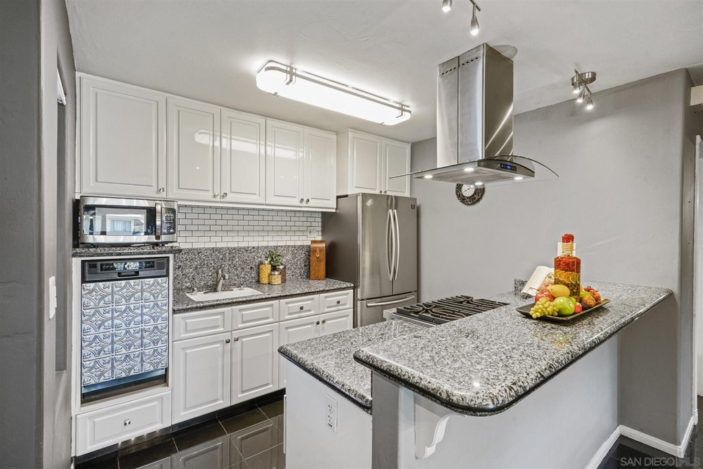 Pride of ownership! Beautiful move in ready condominium in a gated community. This unit is on the second floor with views of the golf-course. Near grocery stores, restaurants, schools, library, walking trails & Fwy. This home has white cabinets, granite counter tops, stainless still appliances with a Viking Professional stove. Upgraded bathroom with a tile shower and a separate Jacuzzi bathtub. Recessed lights, dual pain windows and 2 skylight. Central AC & heater. One assigned parking space. One additional parking subject to availability. Complex Features: ,,, Other Fees: 0 Sewer:  Sewer Connected Topography: LL