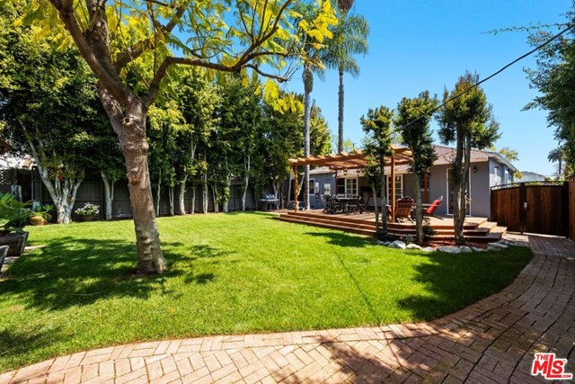 31. 745 N Poinsettia Place Los Angeles, CA 90046