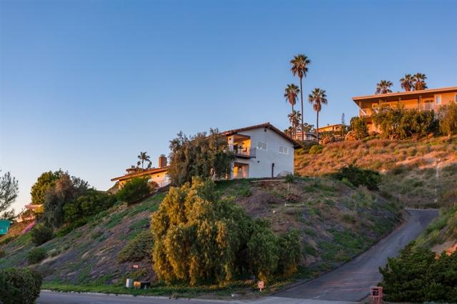 9842 Grandview Dr, La Mesa, CA 91941