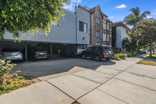 Well maintained and ideally located, 11 unit investment opportunity in Santa Monica. The asset is generating $280k in gross income with potential income of $360k. Eight units are renovated and collecting market rents hedging risks of being stuck with legacy tenants while leaving 25% potential upside for added value and income. The location attracts ideal tenants seeking close proximity to tech companies, shopping, beaches, restaurants and a walkable, fun, lifestyle that demands healthy rents. The property features parking for all units. The building is under Santa Monica rent control. Each unit offers spacious, efficient and bright floor plans.