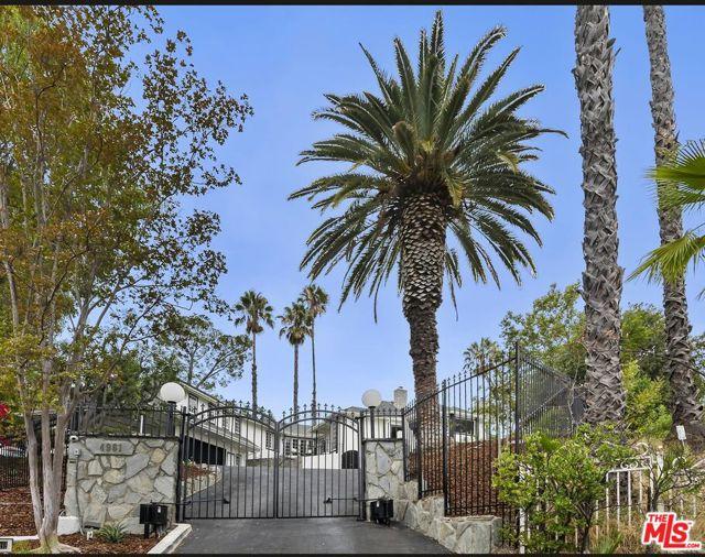 4961 Casa Drive, Tarzana CA: https://media.crmls.org/mediaz/B0F3310F-2413-4D2B-93C8-3C9C192F1C29.jpg