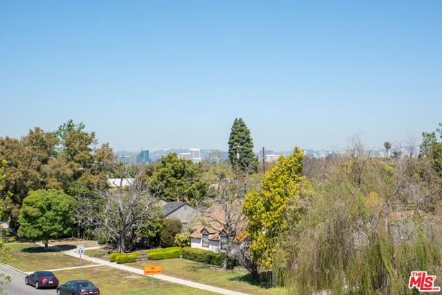 29. 3277 S Barrington Avenue Los Angeles, CA 90066