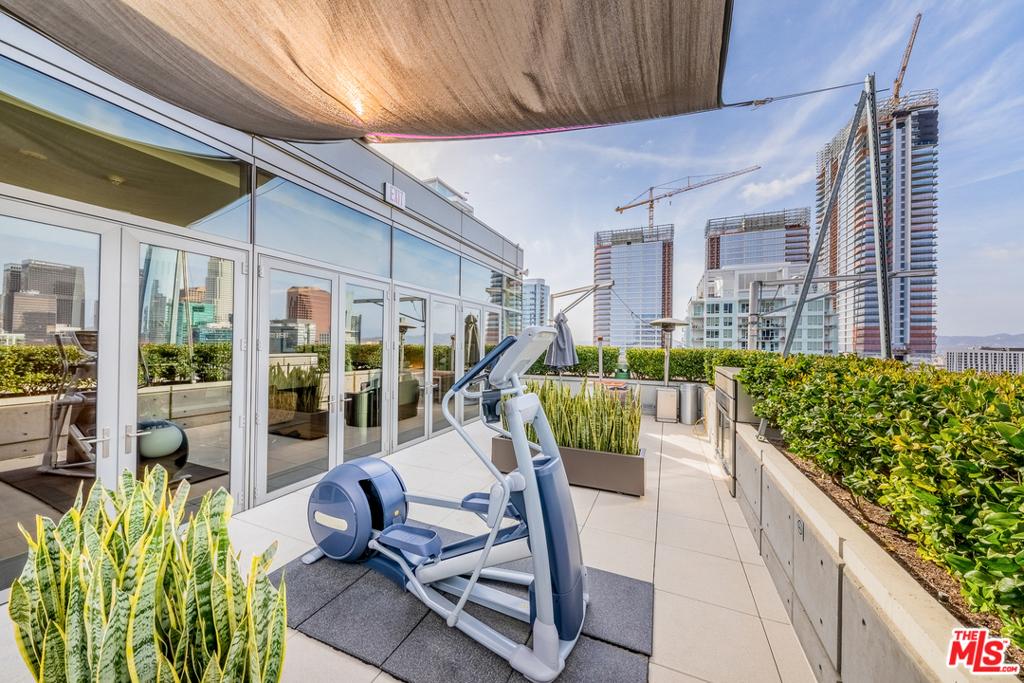 4 Floor Outdoor Lounge
