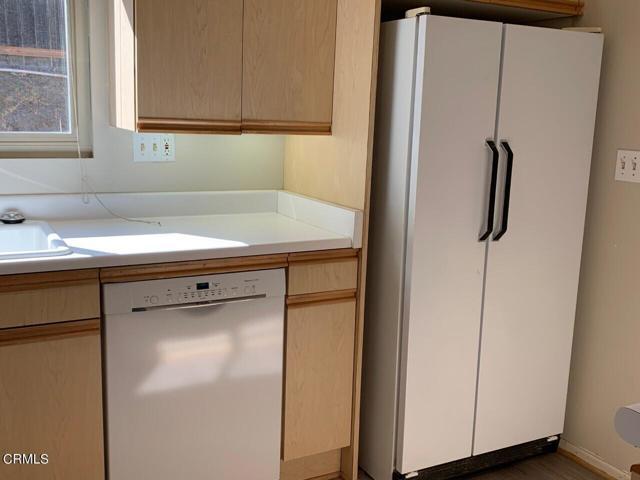 Refrigerator with icemaker
