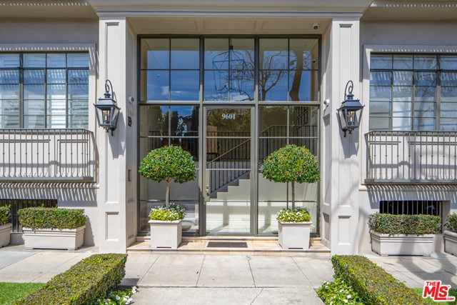 9601 CHARLEVILLE 18, Beverly Hills, CA 90212