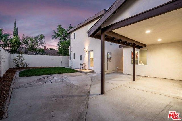 44. 17501 Arminta Street Northridge, CA 91325