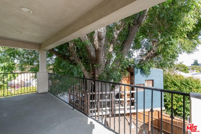 19. 8726 Bleriot Avenue Los Angeles, CA 90045