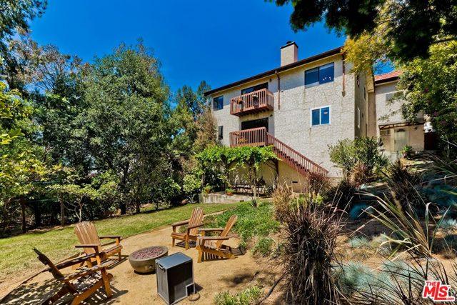 27. 2750 Medlow Avenue Los Angeles, CA 90065