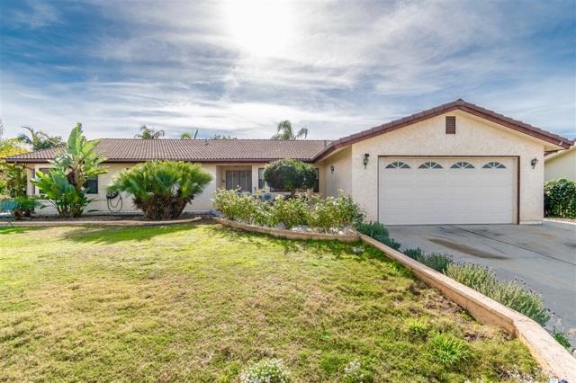 226 Hawthorne Circle, Vista, CA 92083