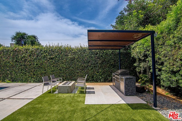 39. 4221 Greenbush Avenue Sherman Oaks, CA 91423