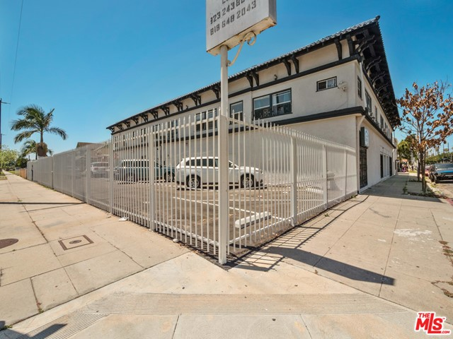 4801 S 2ND Avenue, Los Angeles, CA 90043