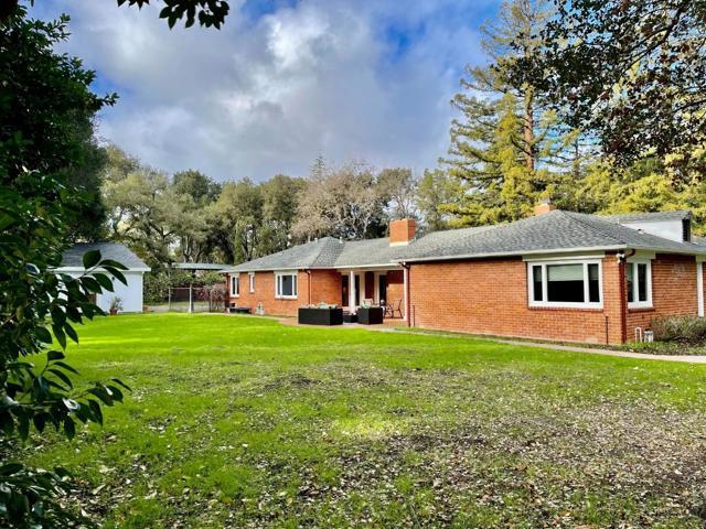 8. 999 Ringwood Avenue Atherton, CA 94027