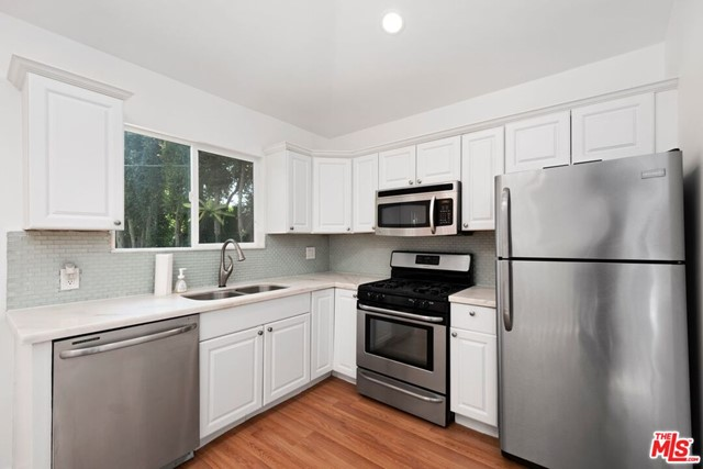 35. 745 N Poinsettia Place Los Angeles, CA 90046