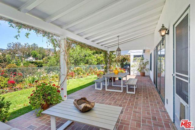 22. 1111 Villa View Drive Pacific Palisades, CA 90272