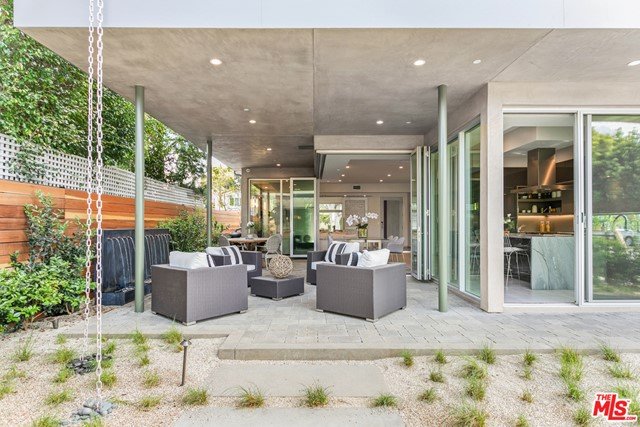 8945 ASHCROFT Avenue, West Hollywood, CA 90048