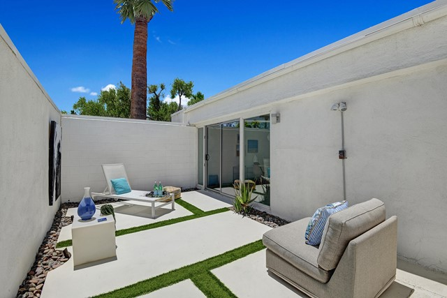 40. 3390 E Paseo Barbara Palm Springs, CA 92262