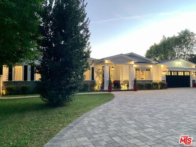 13718 Chandler Boulevard, Sherman Oaks, CA 91401