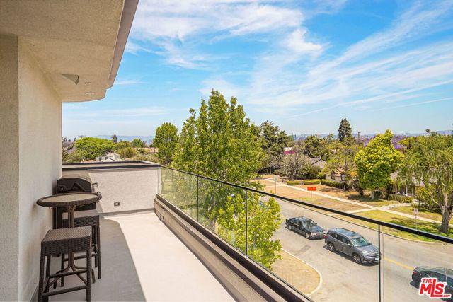 28. 3277 S Barrington Avenue Los Angeles, CA 90066