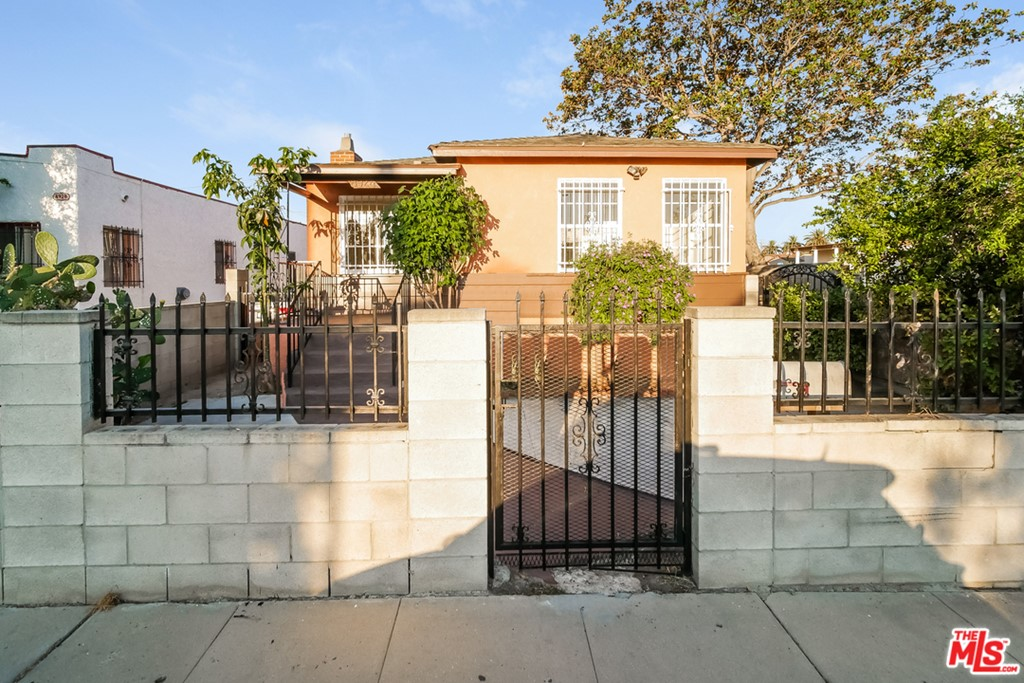 8924     Crocker Street, Los Angeles CA 90003