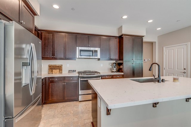 Stainless Steel Appliances, including Farmhouse Sink!