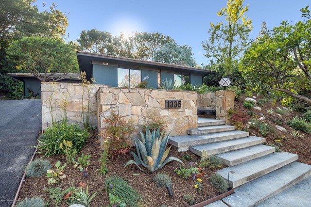 1335 Carnarvon Drive, Pasadena, CA 91103