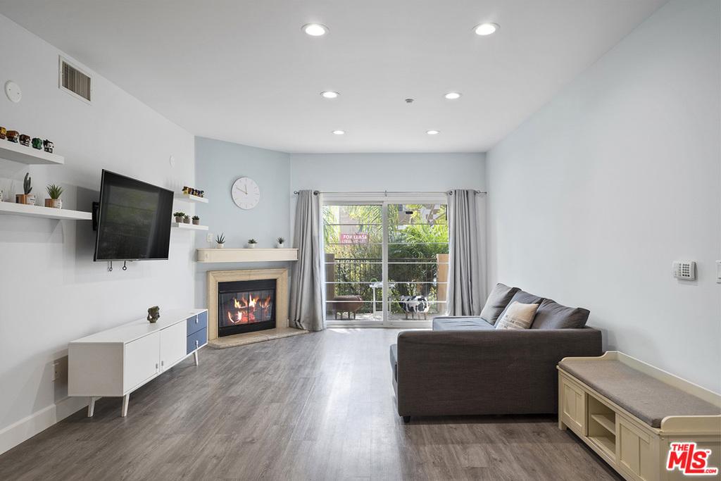 8555     Cashio Street   105, Los Angeles CA 90035