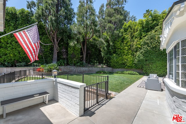 6. 16633 Oak View Drive Encino, CA 91436