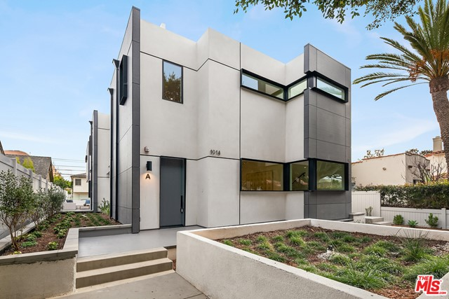 New construction luxury modern townhome in the heart of Sunset Park. Located 10 blocks to the beach with terrific walkability to Main Street, Ocean Park Blvd & Lincoln Blvd.  Experience ocean breezes & sunlight from these beautifully designed townhomes.