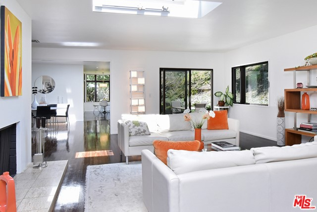 1262 N Norman Place Los Angeles, CA 90049