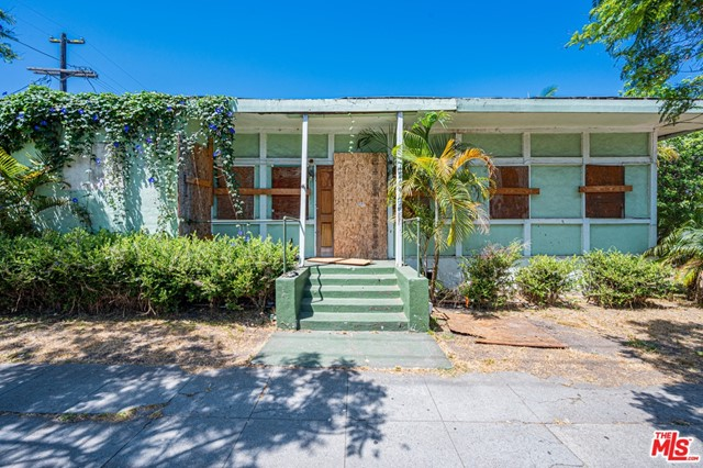"Rare offering in Prime Venice Beach. 5,005 sq. ft lot is ready for your Silicon Beach dream home or multifamily building. Located just one block from Abbot Kinney, this corner lot features abundant natural light and private alley access. Property is zoned LARD1.5 and is being sold entirely ""AS-IS"" ""WHERE-IS."""
