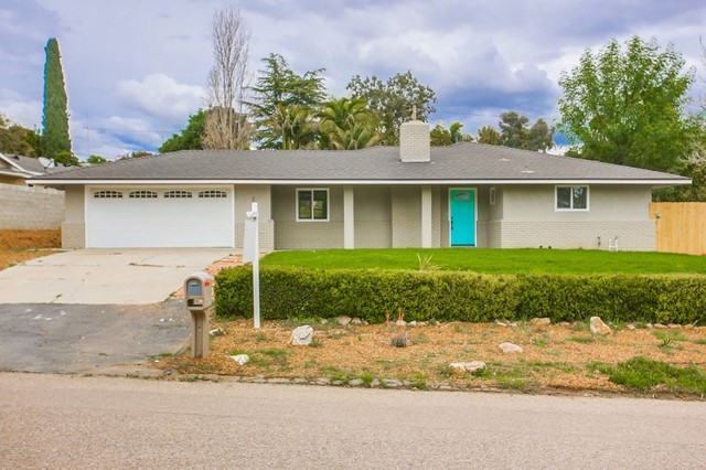 203 Woodland Dr, Vista, CA 92083